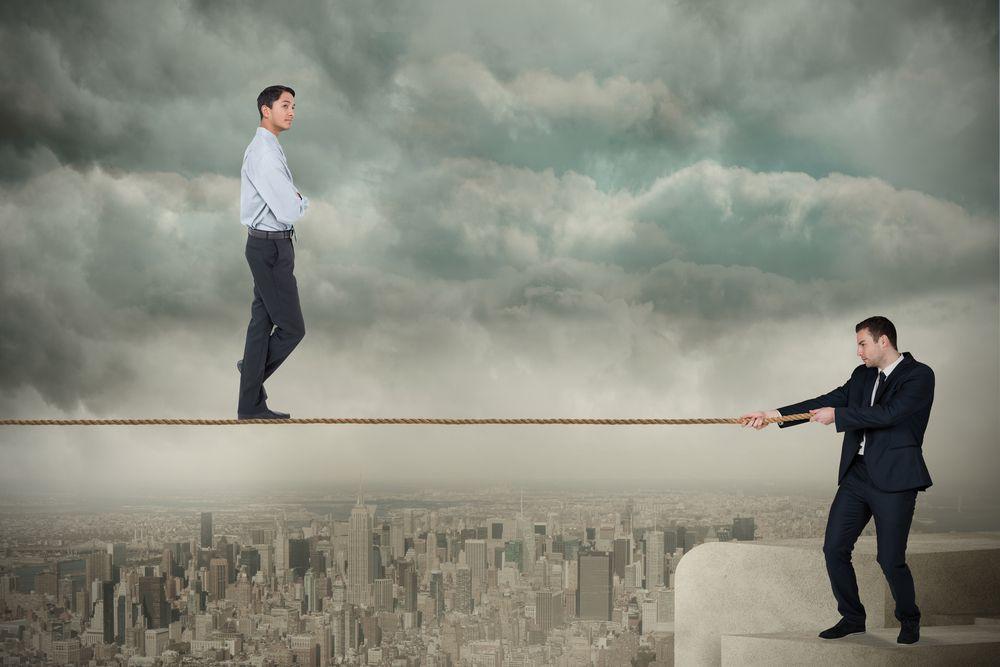 足を引っ張る 迷惑な上司/友達/男/女 の心理や意味・対処法