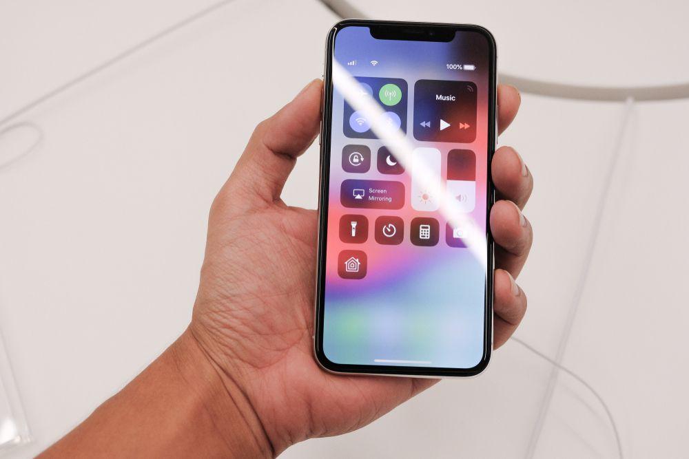 iPhoneXRは画面がフルディスプレイ