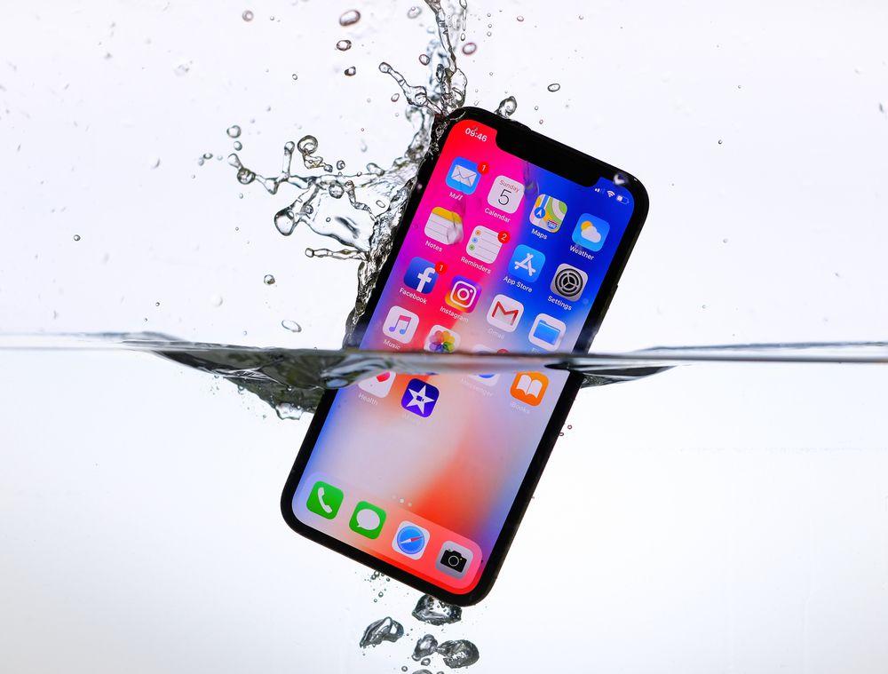 iPhoneXsのほうが防水性能は良いが