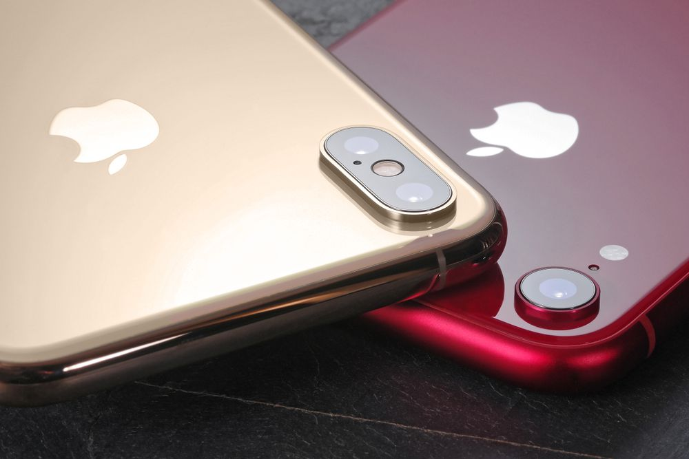 iPhoneXsとiPhoneXRを本体の質感・素材感で比較。<