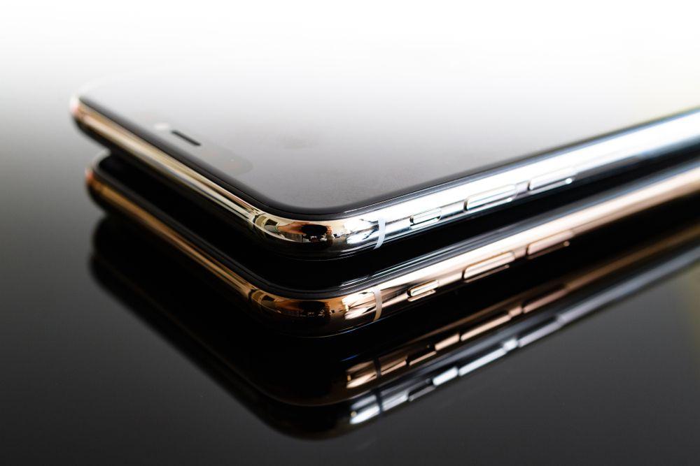 iPhoneXsの魅力である光沢あるサイド面