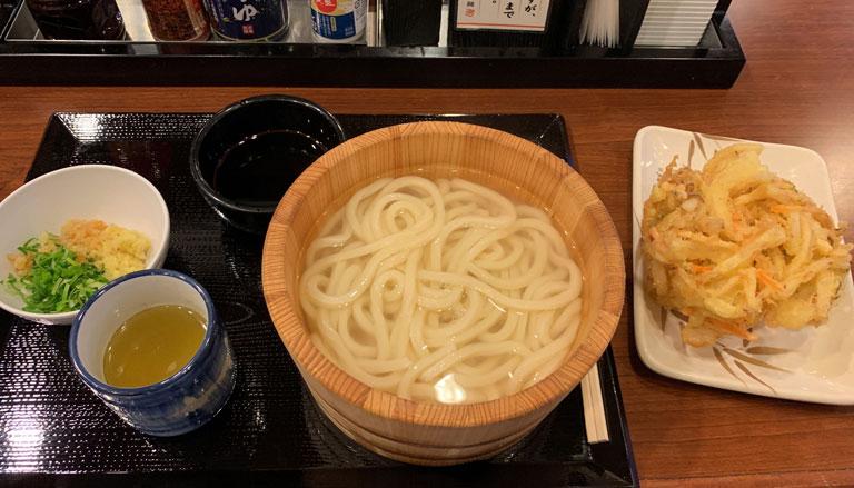 【コスパ良すぎ!】丸亀製麺に行くなら毎月1日がおすすめ、うどんが半額になるよ(2019年9月1日も!)
