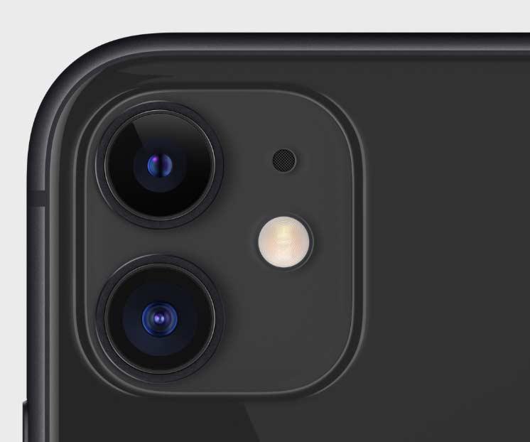 iPhone11のブラックのカメラホール