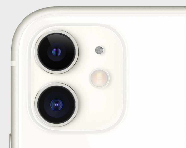 iPhone11のホワイトのカメラホール周り