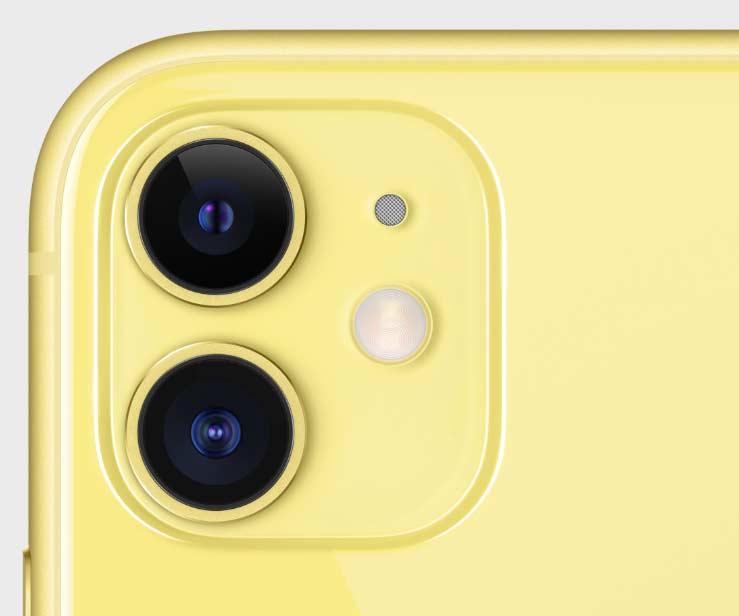 iPhone11のイエローのカメラホール付近