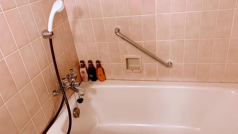 お風呂は足を伸ばせるユニットバス