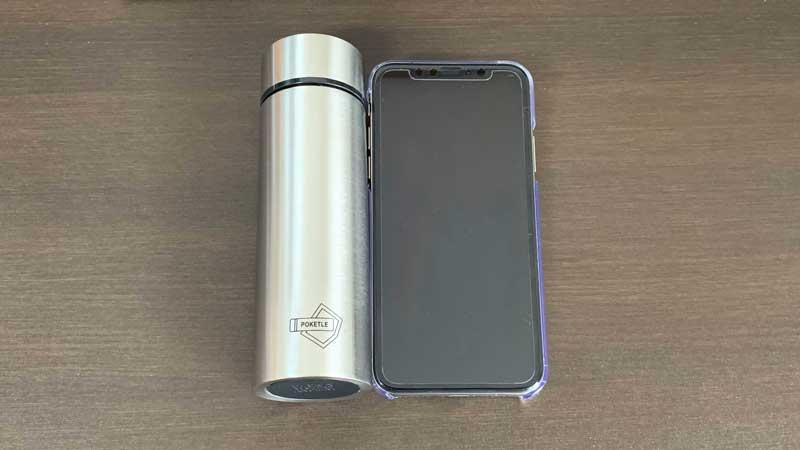 iPhoneと同じ大きさのコンパクト水筒です