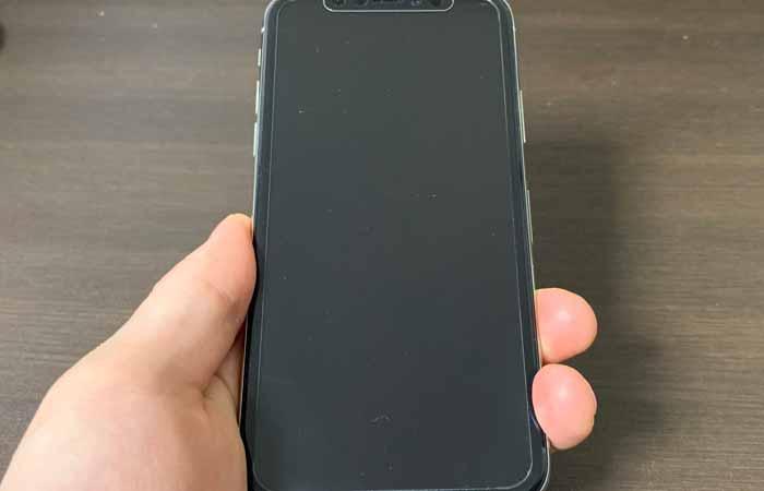 iPhoneの画面が「真っ黒・真っ暗」なだけで電源がついている場合